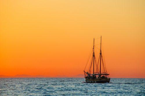 Barco fondo naranja